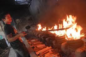 proses bakar kue bika