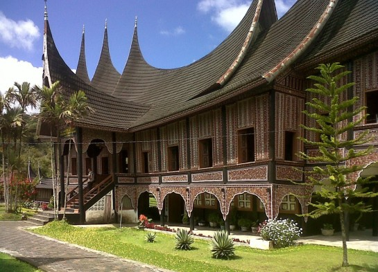 cropped-traditional-house-minang.jpg